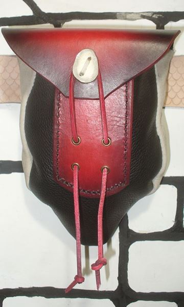Picture of Pointed Bottom Leather Belt Pouch Red/Black