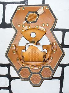 Picture of Honeycomb Cup and Saucer Display Holster w/Honey Dipper